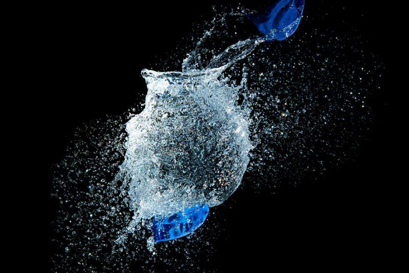 Zerplatzender Wasserballon Foto
